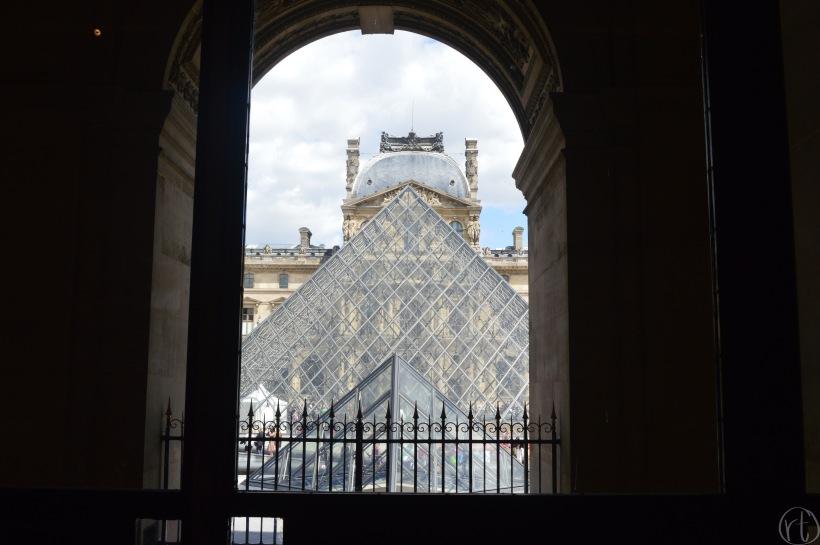 louvre-paris-france-museum-round-trip-travel