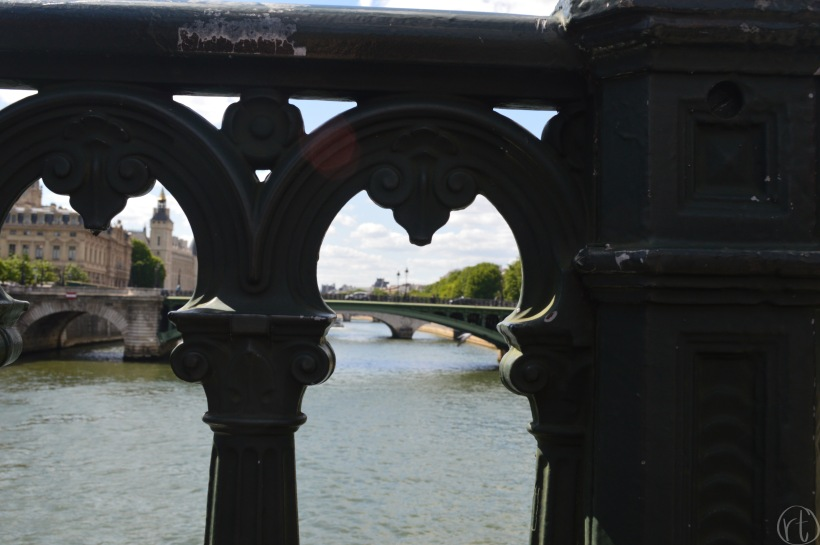 seine-river-bridge-paris-france-round-trip-travel