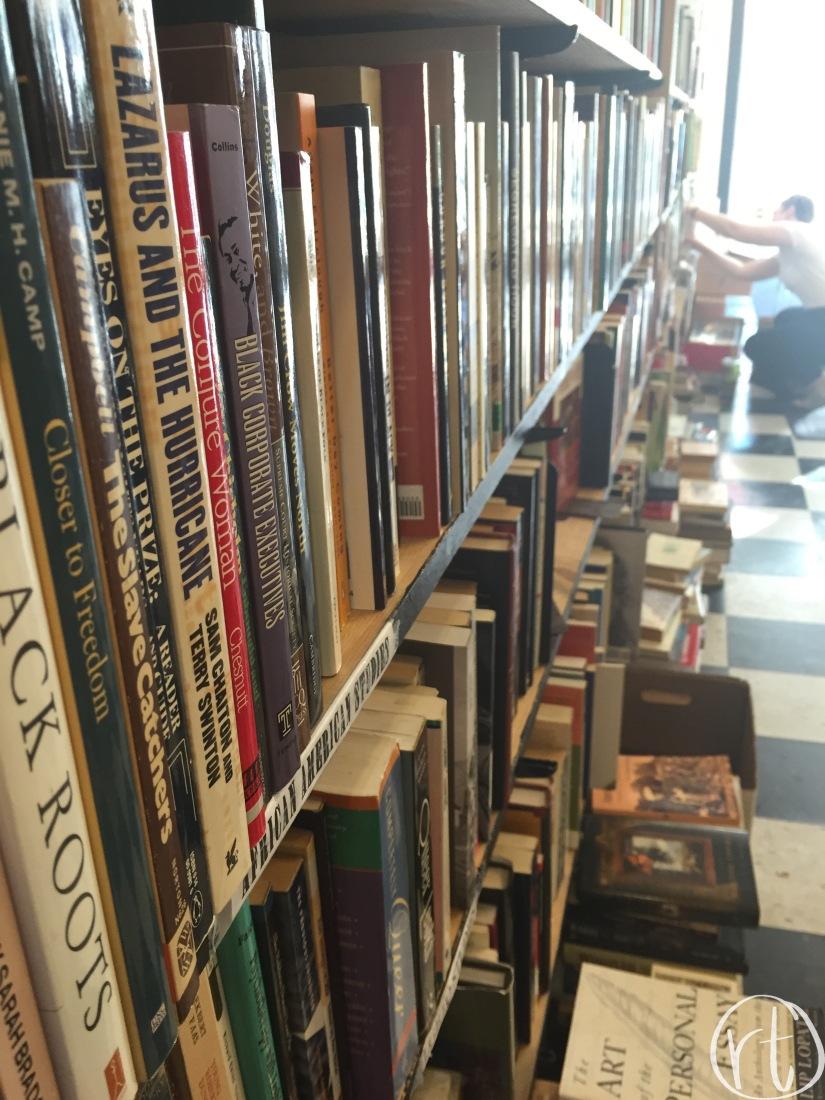 yellow-dog-bookshop-bookcase-columbia-missouri