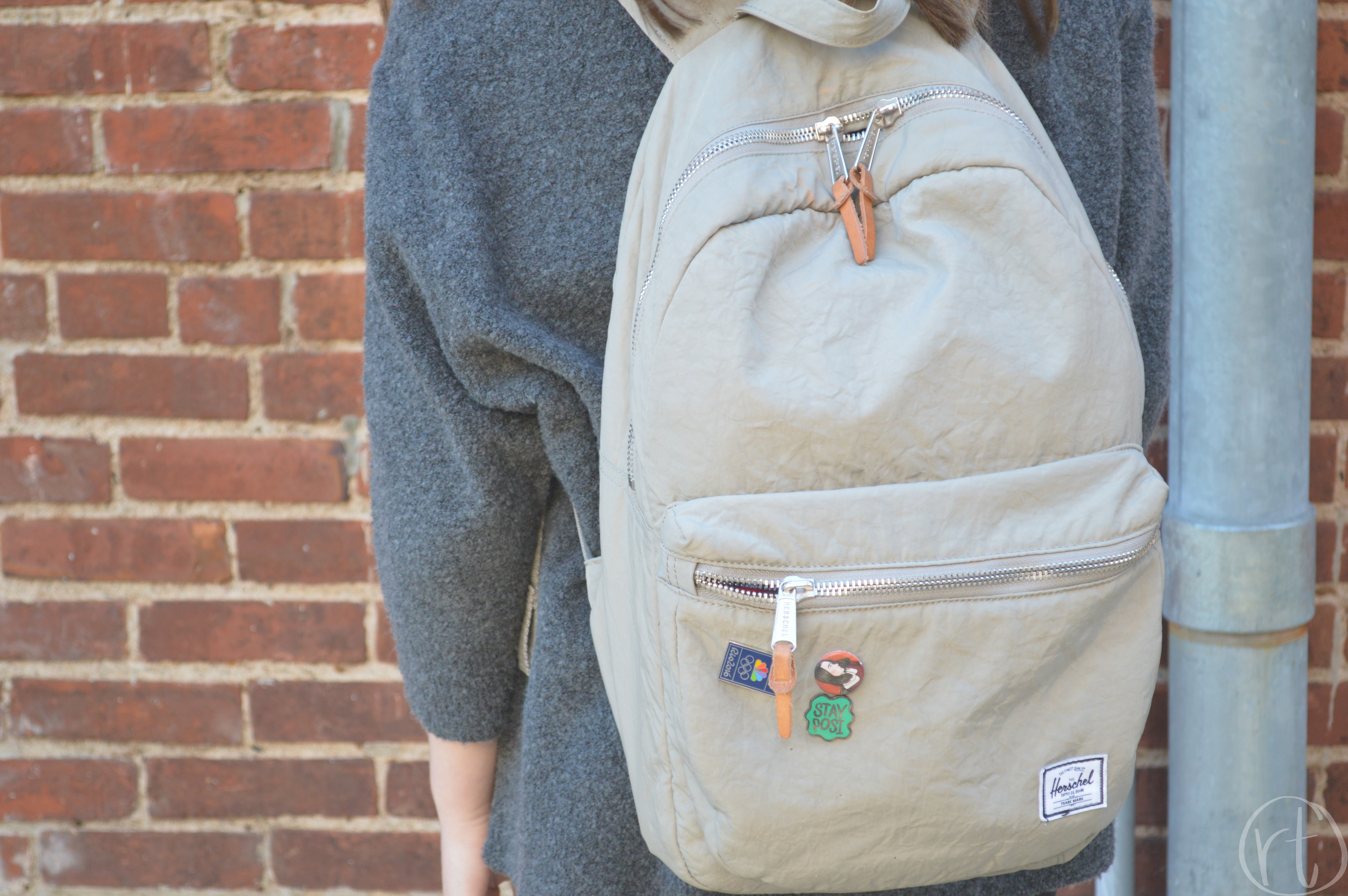 how-to-wear-a-travel-backpack-herschel-pins-round-trip-travel