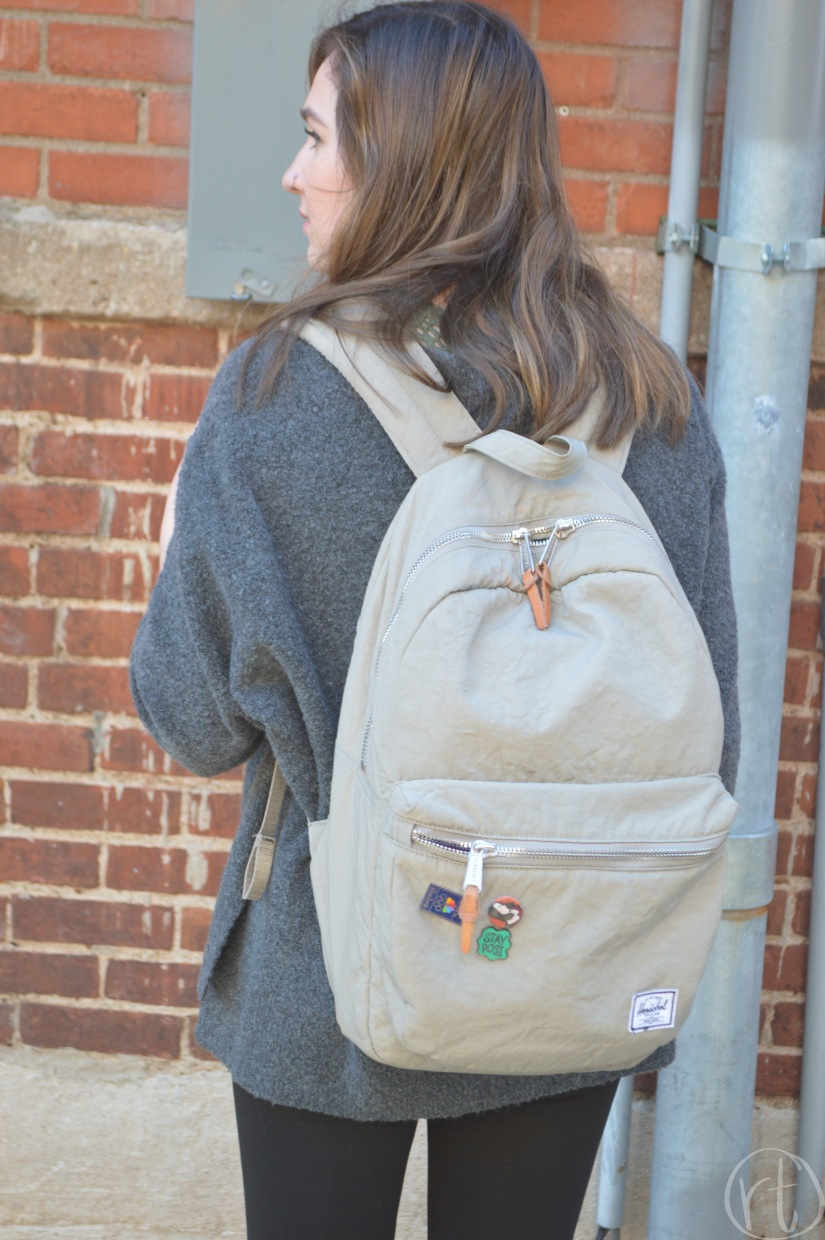 how-to-wear-a-travel-backpack-herschel-round-trip-travel