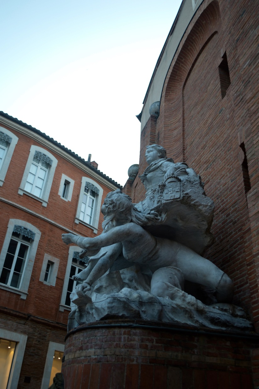 Place St Georges Fountain Statue Art